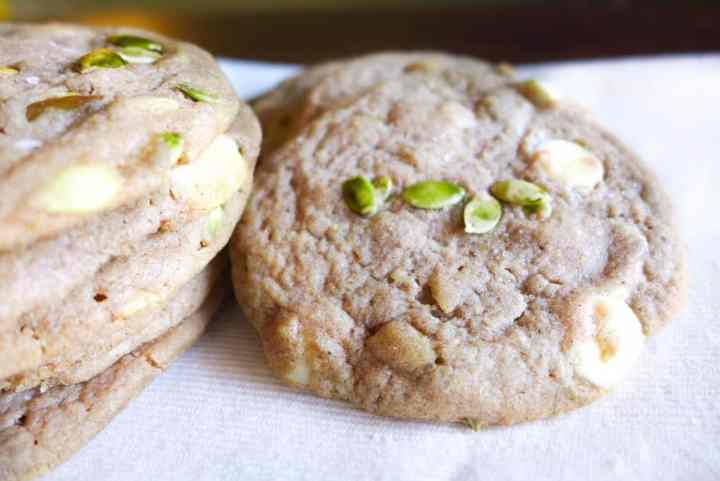 spiced white chocolate and pumpkin seed cookies