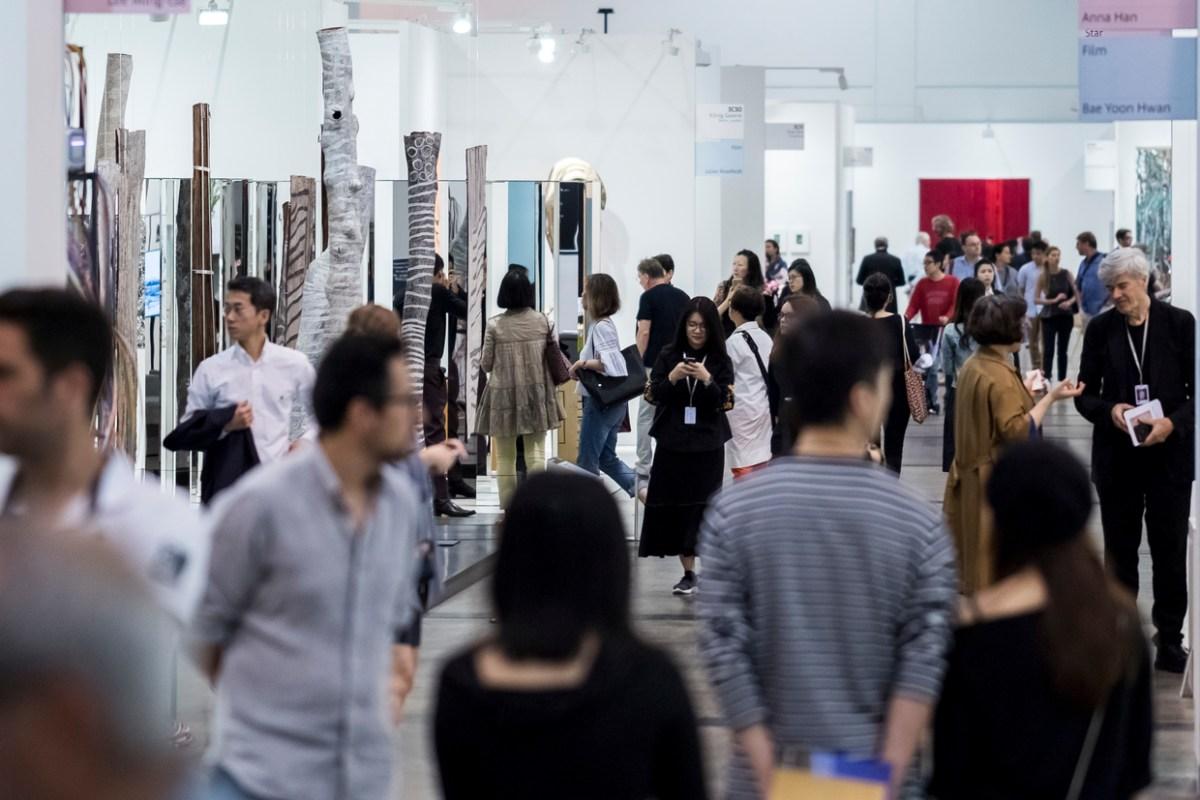 當藝博會遞增、藝廊低訪客量持續,若少了藝廊實體空間,誰將作為當代藝術教育的前線場域?What If We Lost More Gallery Space?