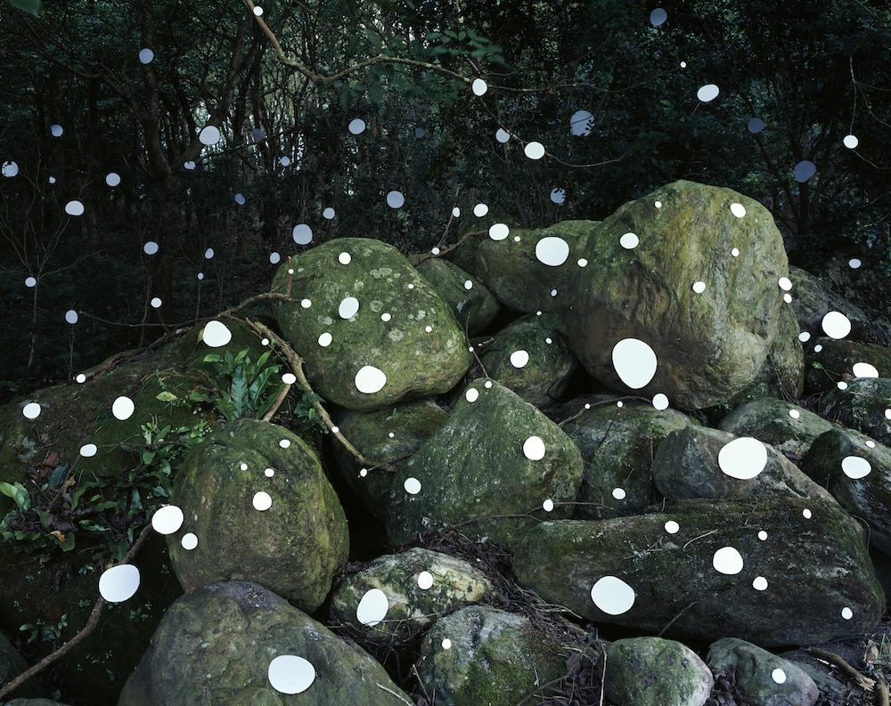 《之間:大石頭• 鳳林》A Split Second: Big Stone • Fenglin, 2019, 藝術微噴、鋁板裝裱、裱框, Colour Inkjet print on fine art paper mounted on dibond, framed, 148 x186.5 cm