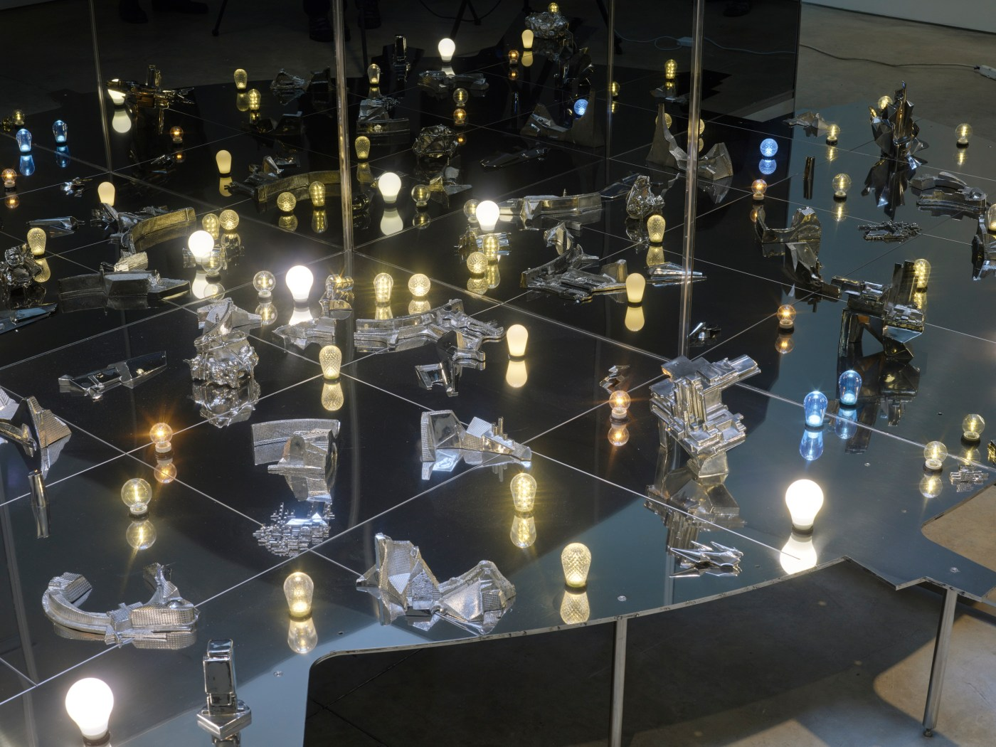 LEE BUL Civitas Solis IV (detail), 2016 two-way mirror, cast stainless steel, polished stainless steel, LED lights, electronic wiring, aluminum, and stainless-steel base 55.12 x 78.74 x 78.74 inches 140 x 200 x 200 cm Courtesy the artist and Lehmann Maupin, New York, Hong Kong, and Seoul.