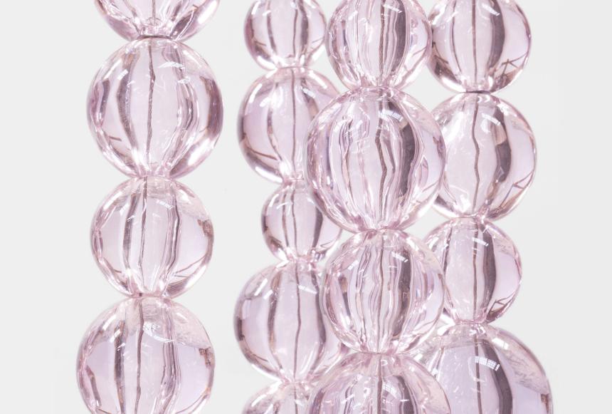 Double Collier Rose (局部 / detail), 2019. 粉色穆拉诺玻璃   Pink Murano glass. 320 x 40 x 40 cm   126 x 15 3/4 x 15 3/4 in. 摄影   Photo: Claire Dorn. © Jean-Michel Othoniel / ADAGP, Paris & SACK, Seoul 2019. 图片提供:艺术家与贝浩登   Courtesy of the Artist and Perrotin