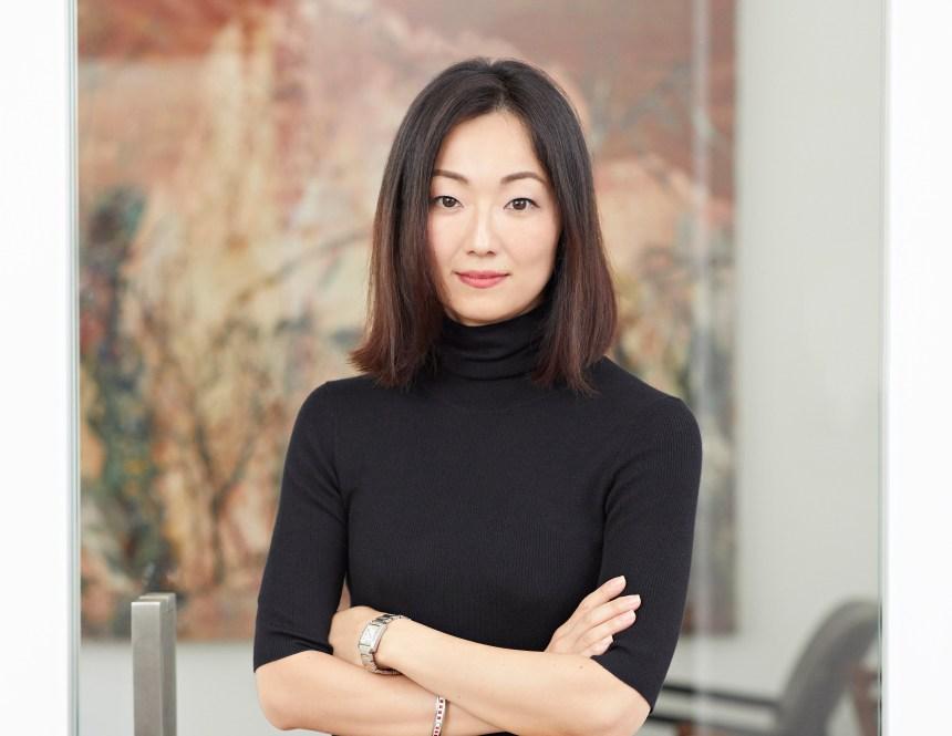 亞紀畫廊總監 黃亞紀 Yaji Huang, the director of Each Modern.