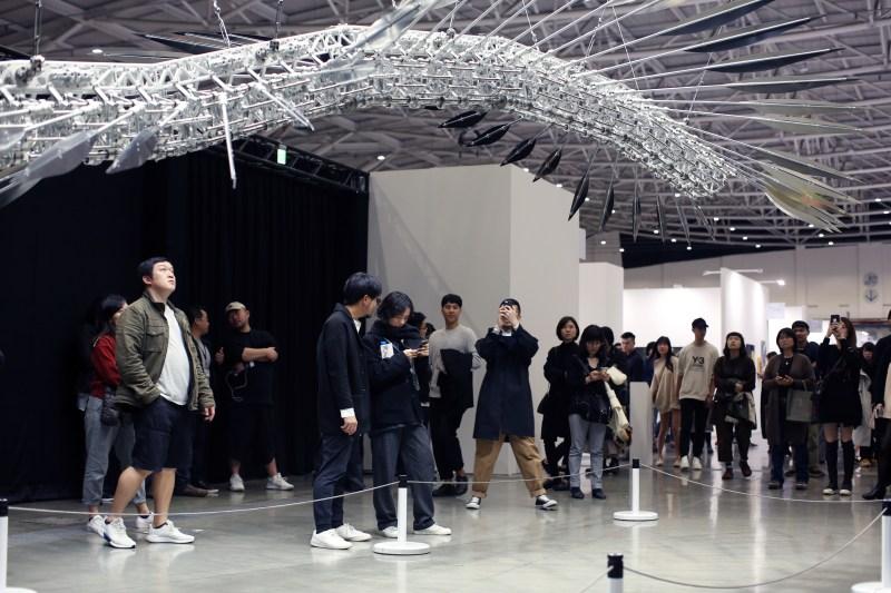豪華朗機工(LuxuryLogico),由誠品畫廊(Eslite Gallery)呈獻 Jan 18, Taipei Dangdai 2020. Courtesy Taipei Dangdai
