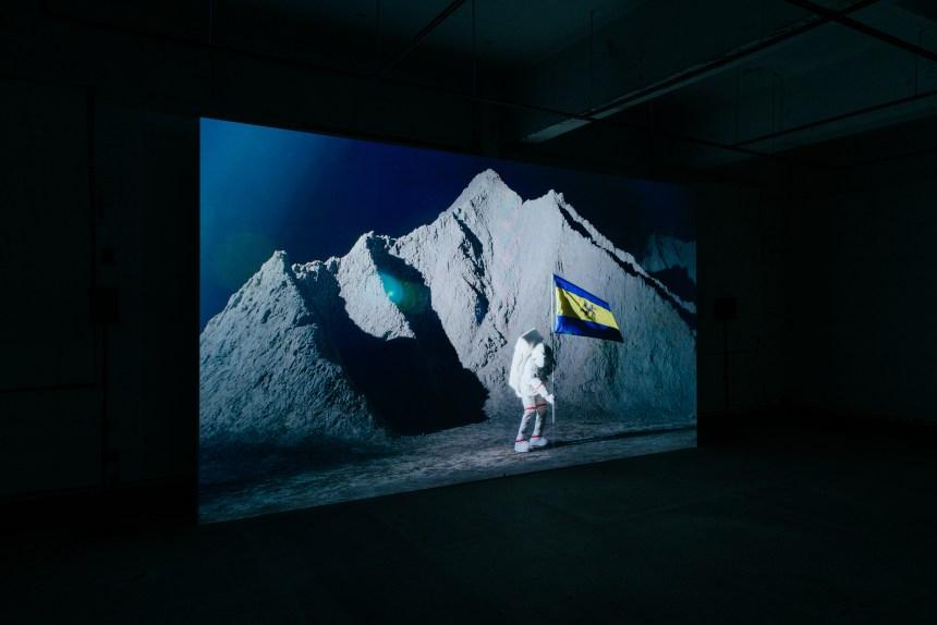 姚瑞中《犬儒共和國:1969》,錄像裝置,2020。空總臺灣當代文化實驗場委託創作。 Yao Jui Chung, Republic of Cynic: 1969, video installation, 2020. Commissioned by C-LAB.