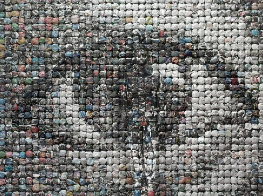 Liu Bolin, 劉勃麟 Your World, 2014 Epson glossy photo paper 90 x 120 cm, Courtesy by Over the Influence