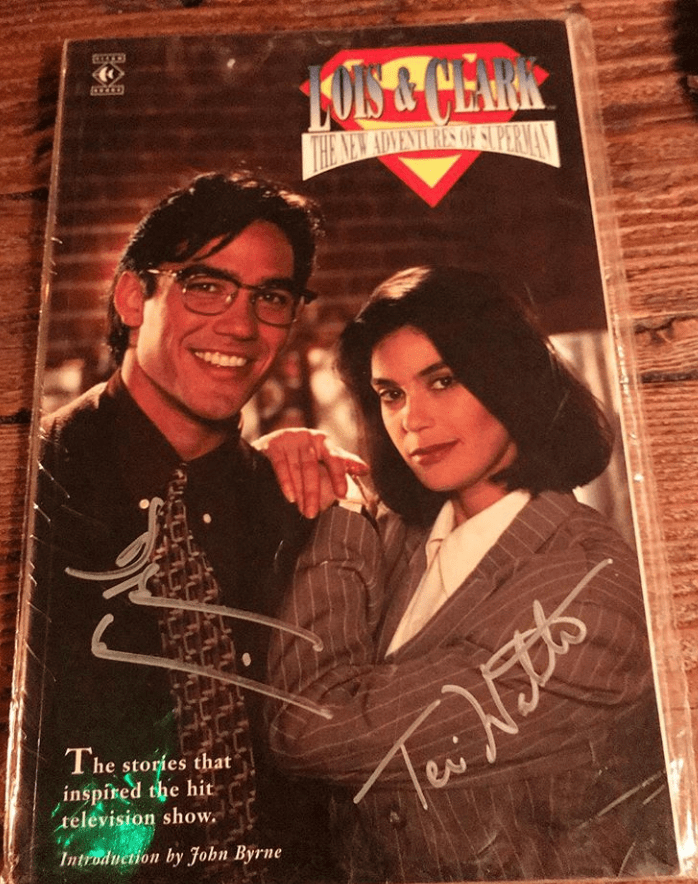 Lois & Clark Comic Book Signed by Dean Cain and Teri Hatcher