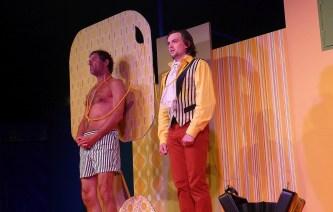 Wenn nichts mehr hilft, hilft der Strick? Capellino (Richard Aigner, links) und Callimaco (Jonathan Held, rechts) sind verwirrt. Foto: Florian L. Arnold