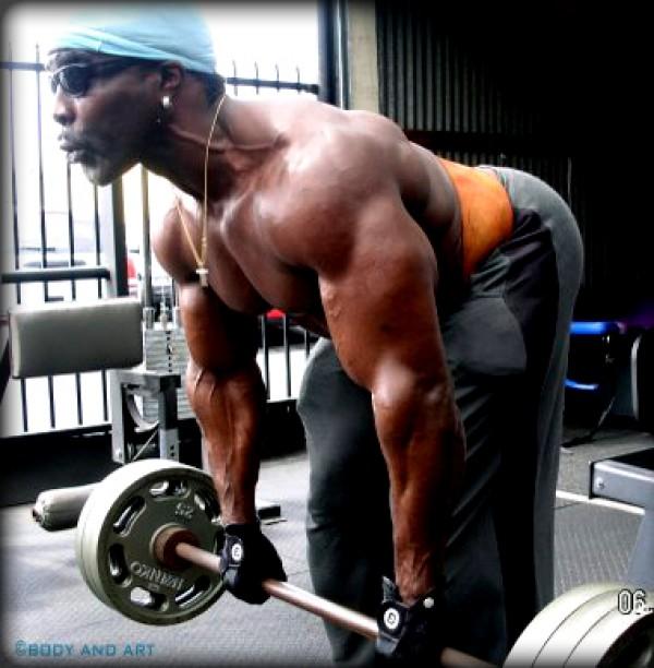 athlete barbell row