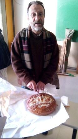 7 Ιανουαρίου 2015. Ο Άθως κόβει την πίτα του μαθήματος. Στη συνέχεια η Αγγελική, η Χριστίνα, η Φωτεινή και η Μαριτίνα παρουσιάζουν τις εργασίες τους για τον καραγκιόζη και το φίδι.