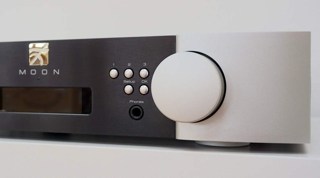 Streamer & Pre-Amplifier From Moon