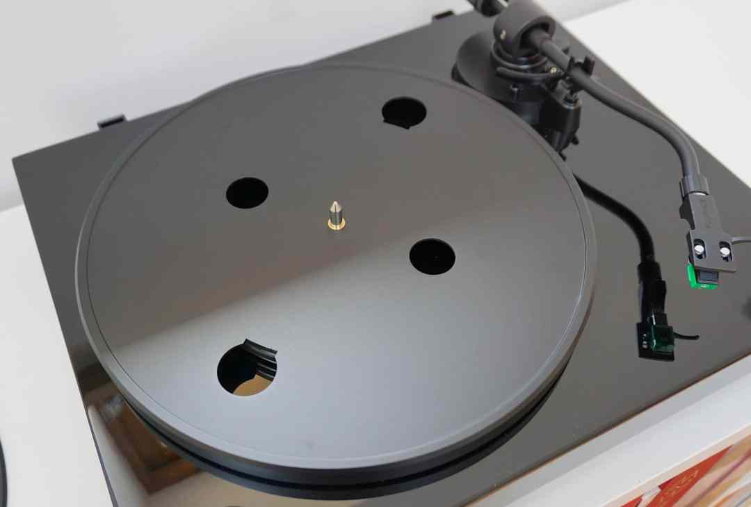 RT81 Turntable From Fluance