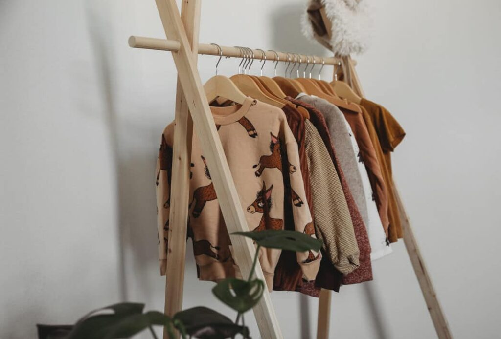 diy how to make a wooden clothing rack