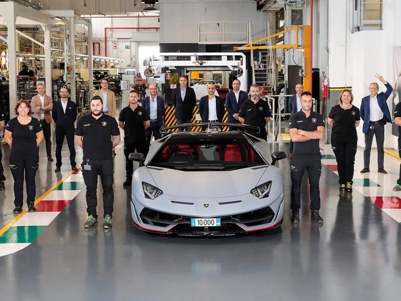 10000 Lamborghini Aventador