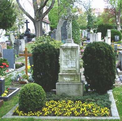 Могила Готлиба Даймлера в Штутгарте-Бад-Каннштатте