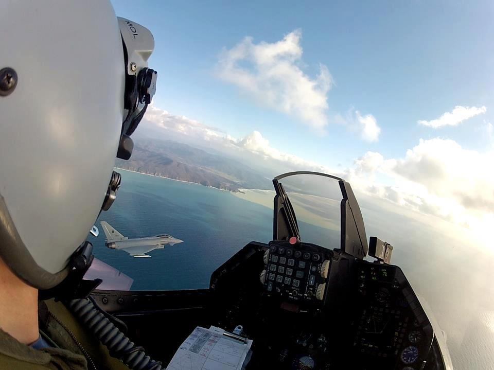 This is what looks like to fly an F-16 in close formation