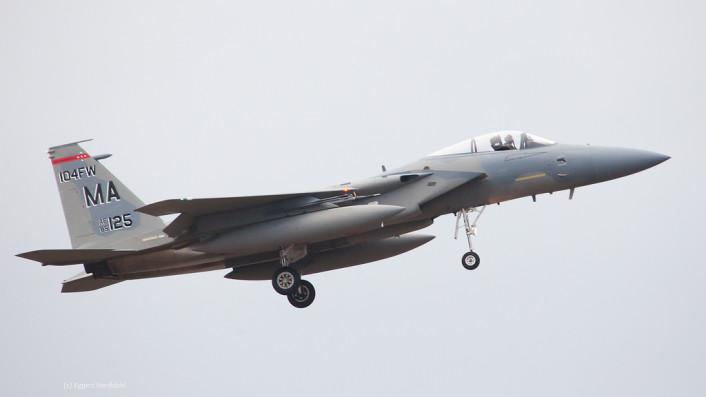 F-15 Iceland land 2