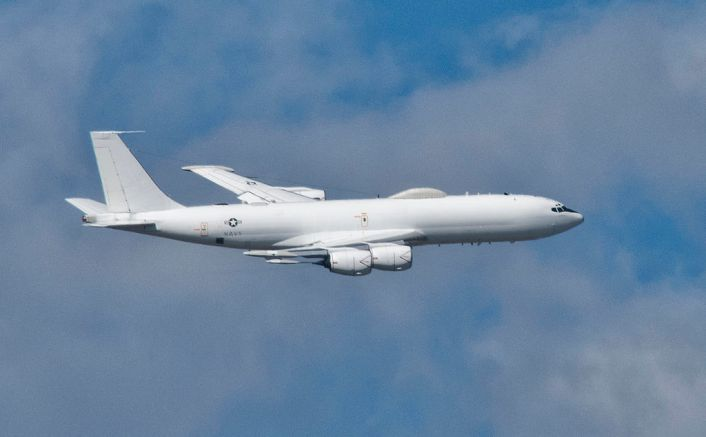 e-6b_mercury_flies_over_solomons_island_in_november_2014