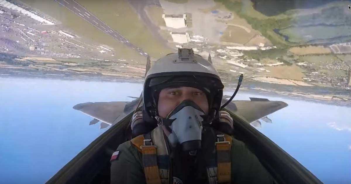 This video shows the Polish MiG-29 Fulcrum air display at RIAT from