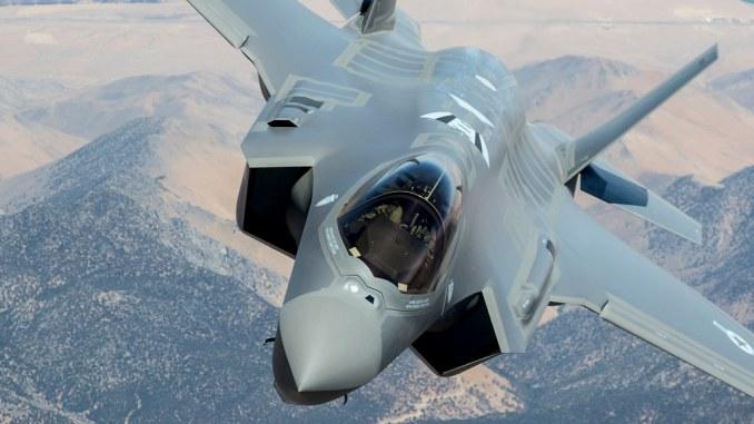 بولندا مهتمه بشراء مقاتلات F-35 الامريكيه  F-35-head-on