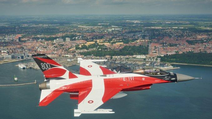 المسابقه الرمضانيه : المقاتله الامريكيه  F-16 Fighting Falcon  F-16-RDAF-special-color