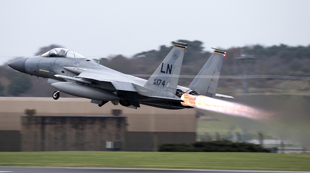 USA pilot in fighter jet crash named; cause unclear