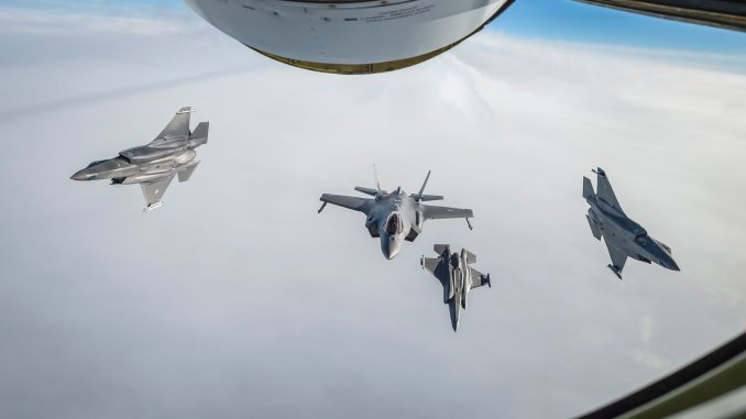 RNoAF F 35 refuel - Check Out These Awesome Shots Of Four RNoAF F-35A Jets Refueling For The First Time From A French C-135 Tanker