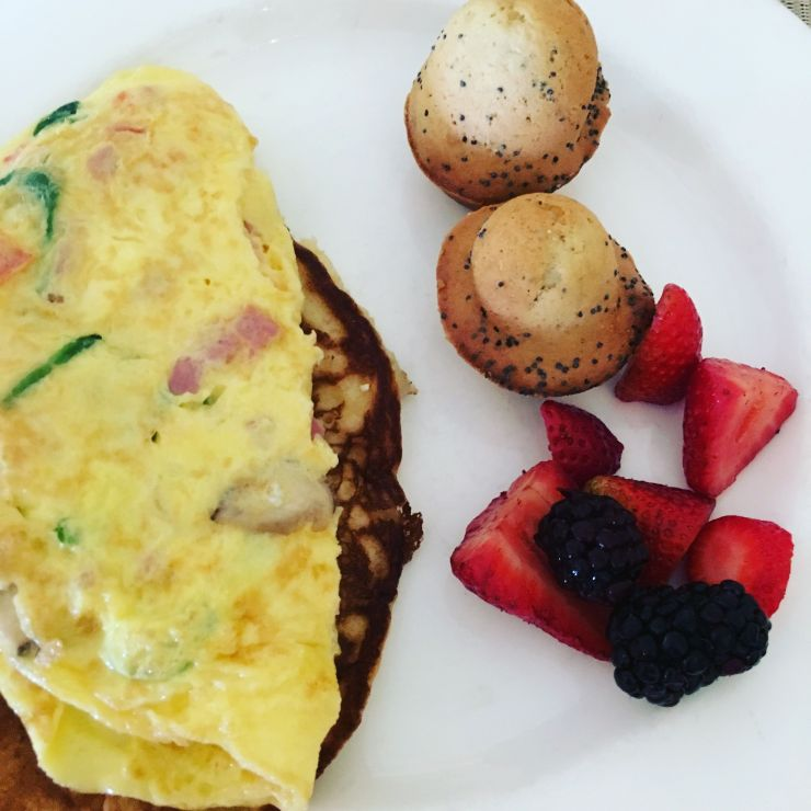 My plate... omelet with lemon poppyseed muffins and fresh fruit.