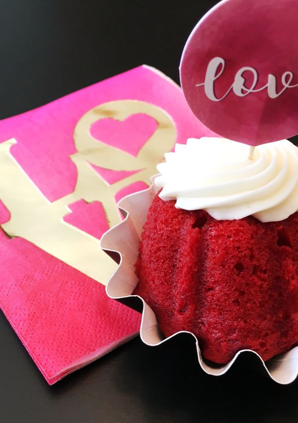 How to throw a Valentine's Day Party