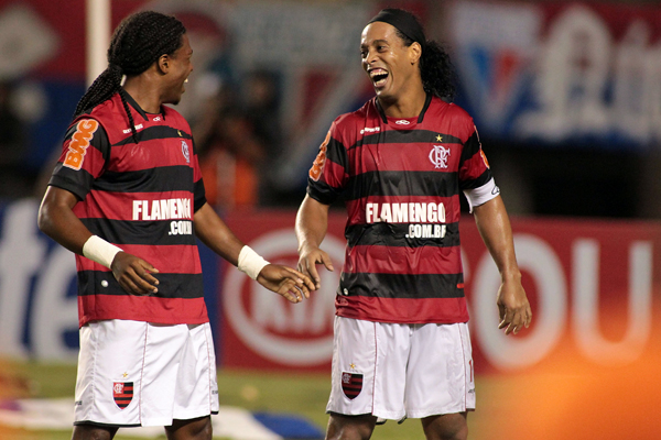 Diego Maurício and Ronaldinho at the Copa do Brasil match between Flamengo and Fortaleza