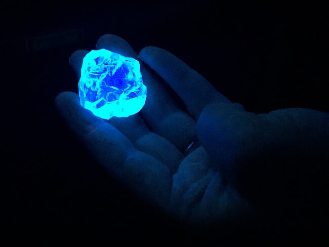 25 Things That Glow Under UV Light That Look Better With