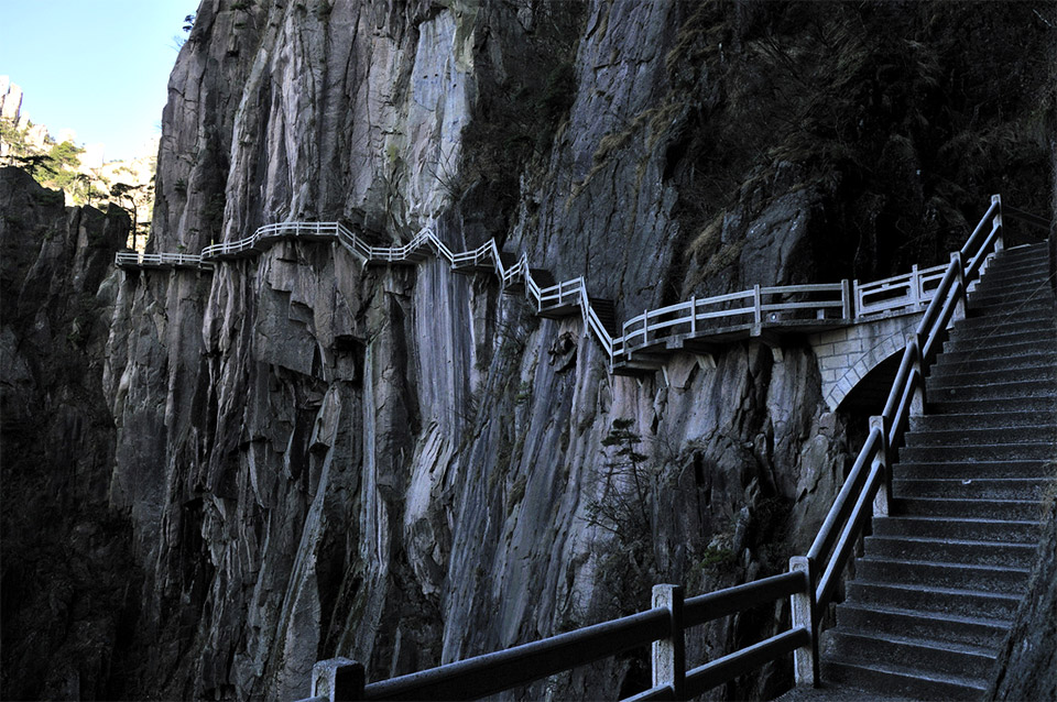 Winding Cliff Path: Huangshen (Yellow Mountain), China (image: Huang Xin)