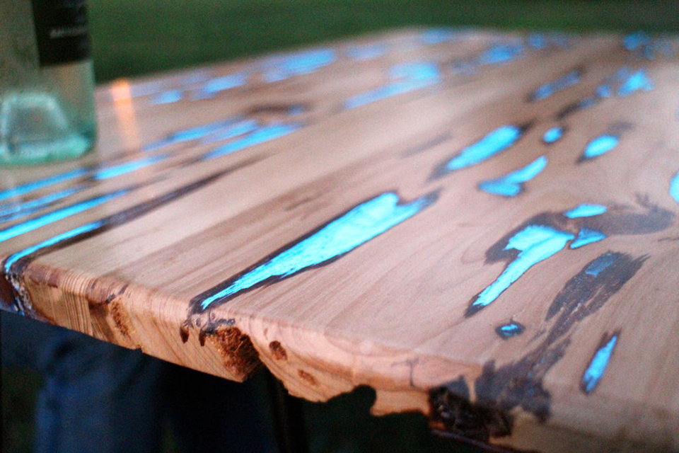 Diy Glow In The Dark Table The Awesomer