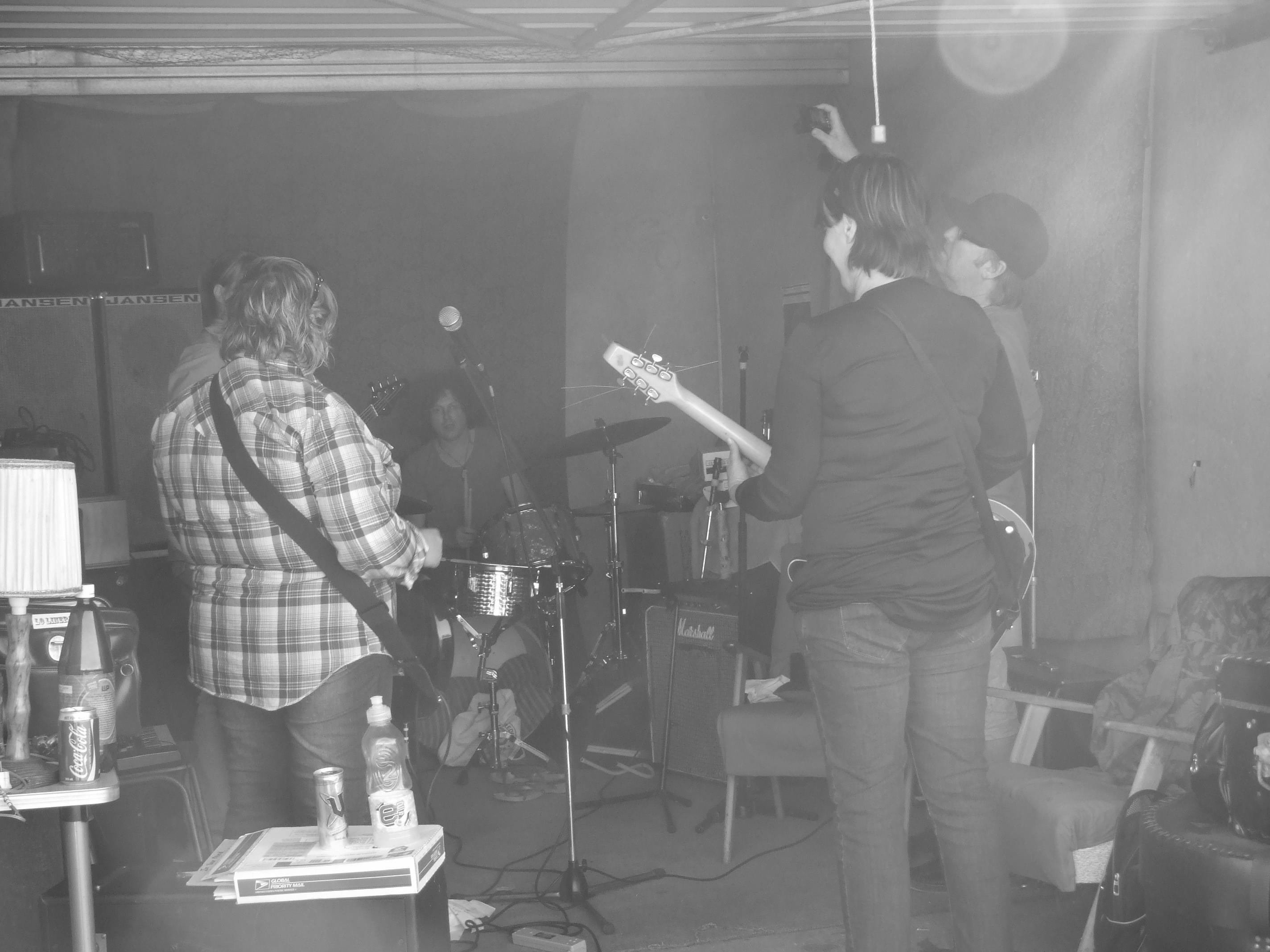 Loliners / Axemin Rhythm Section - Sharon/Lisa/Rustle/Joanne/Stu