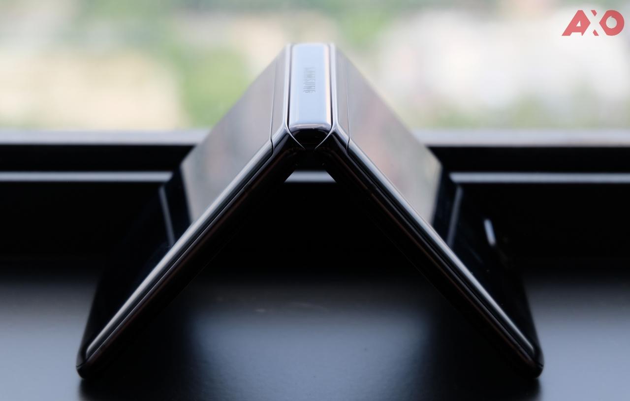 Samsung Galaxy Z Flip Review: True Social Distancing 75