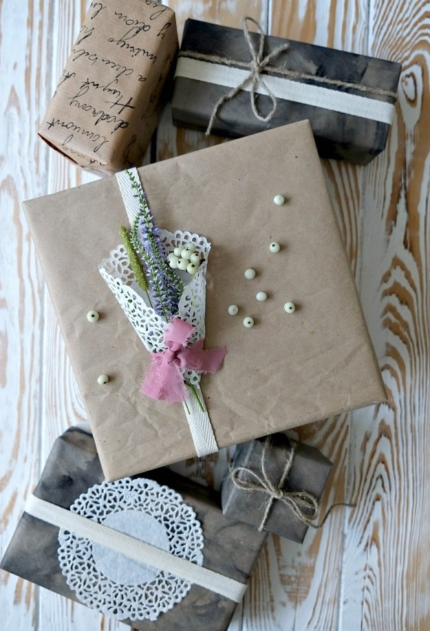 gift-wrapping-napkin
