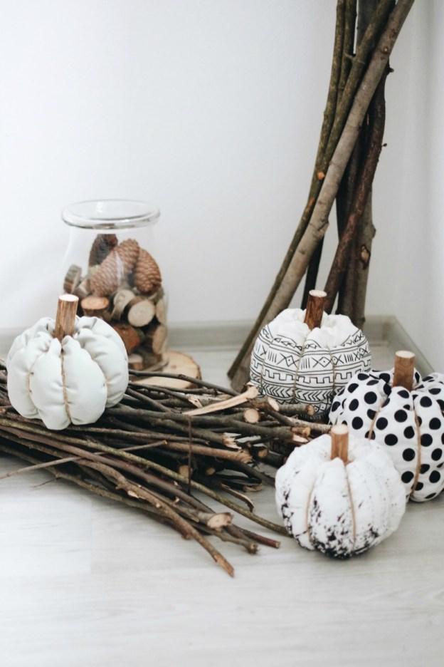 Осенний декор текстильными тыквами