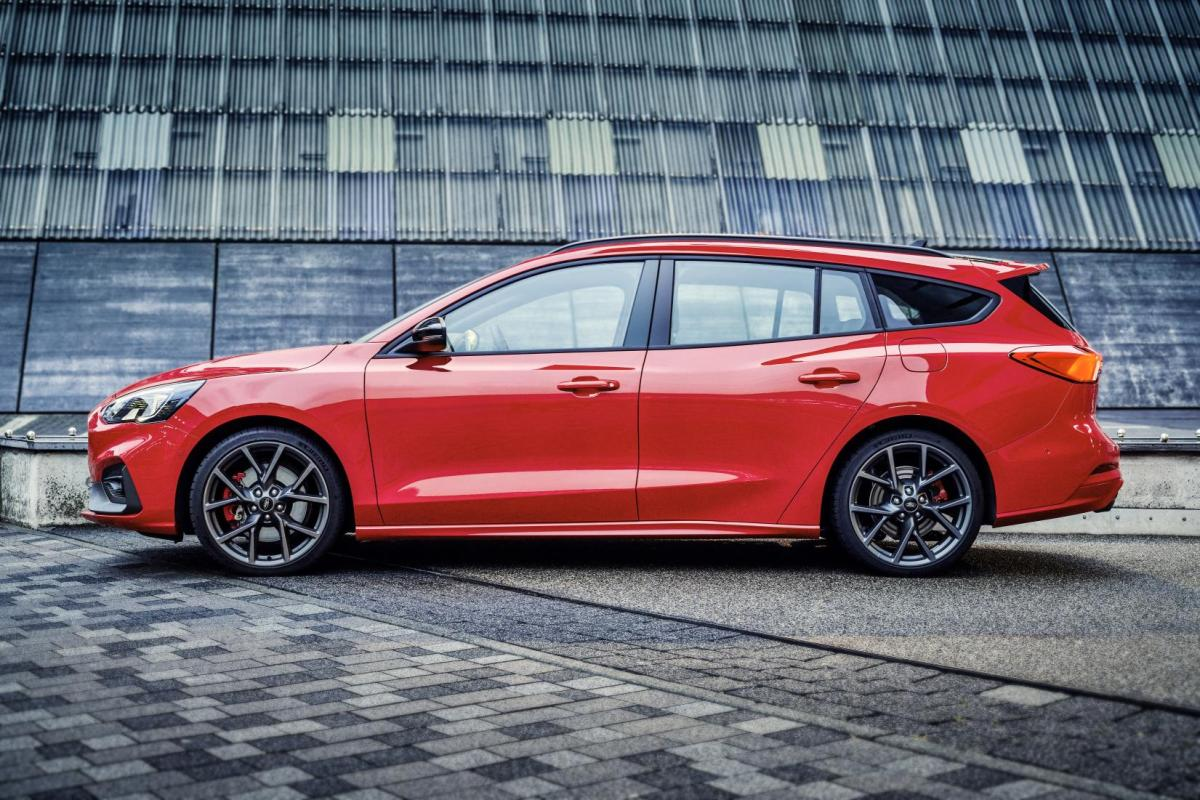 New Ford Focus ST Estate 2019 - The Practical Loon