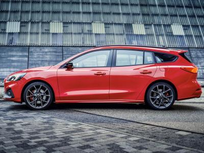 Focus ST Wagon side