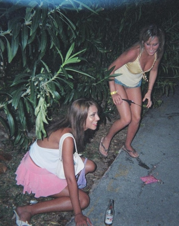 Drunk College Girls in the Wild 17