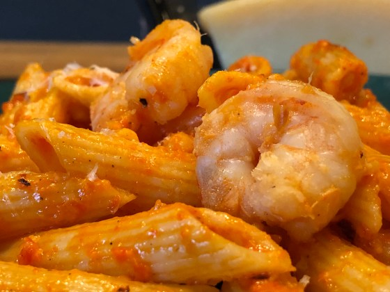 shrimp pasta with red pepper sauce