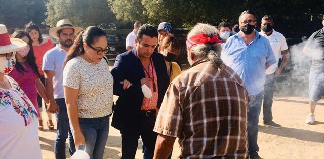 Fidel Villanueva se reúne con pobladores de San Antonio Necua, comunidad Kumiai de Ensenada