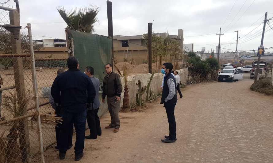 """Inspecciona Secretario General de Gobierno terrenos estatales invadidos por """"paracaidistas"""" en Tijuana"""
