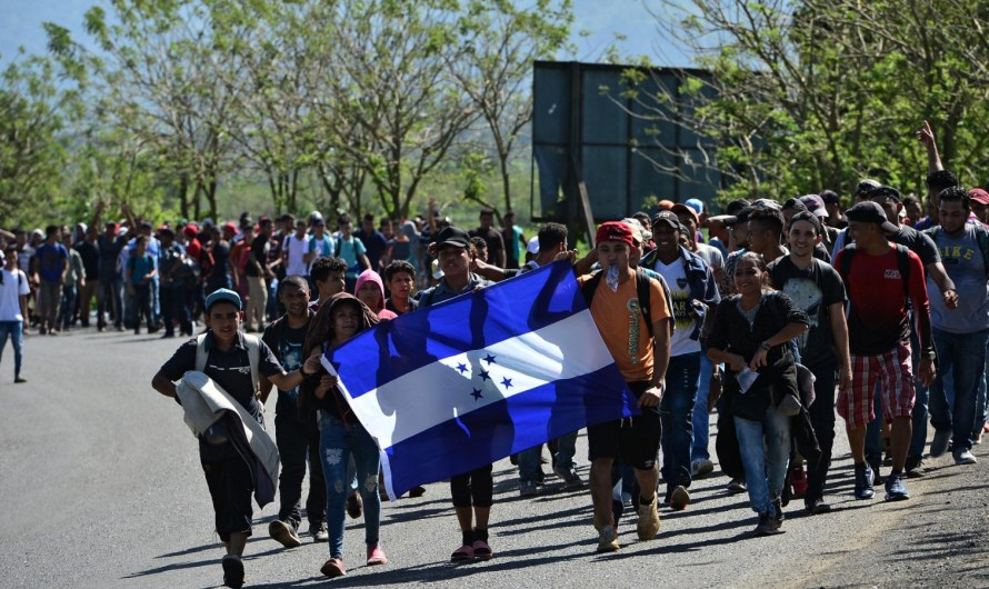Esperan oleada de migrantes hondureños, cruzaría México para llegar a EU, Guatemala devuelve mil 800 a su país