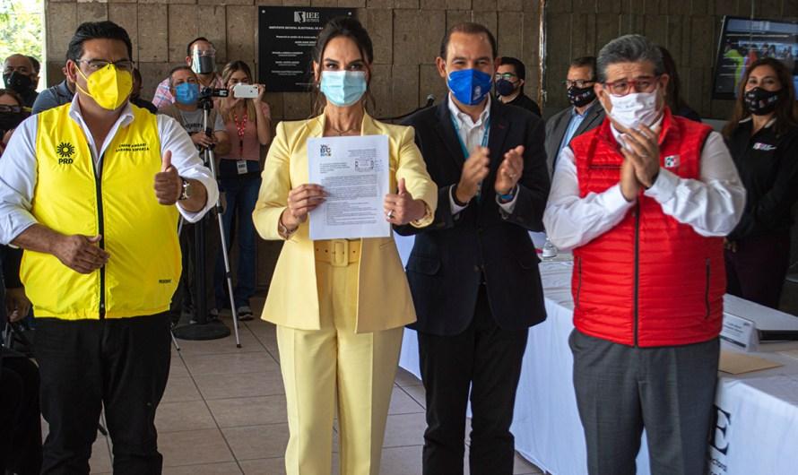 """""""Debemos rescatar a Baja California"""" afirmó Lupita Jones en su registro como candidata de PAN-PRI-PRD ante el IEE-BC"""