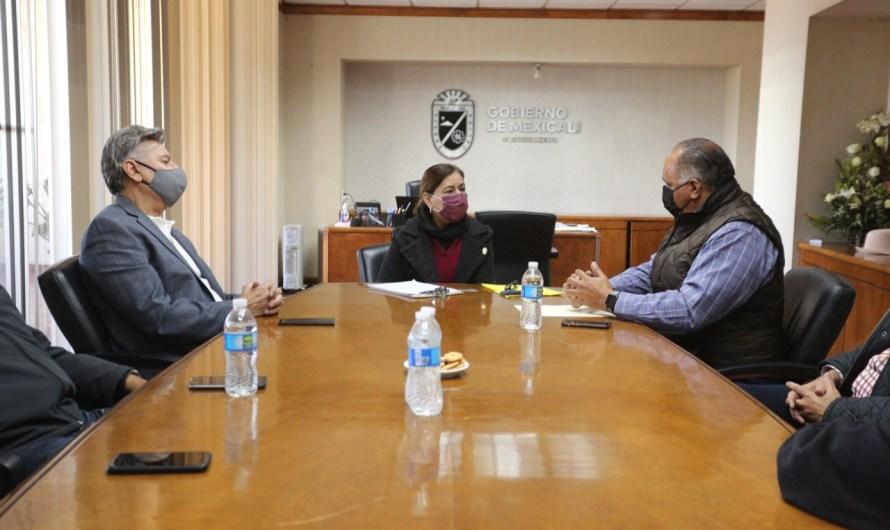 Reunión de trabajo entre alcaldesa Lupita Mora y el dirigente de transportistas Luciano Jimenez Laveaga