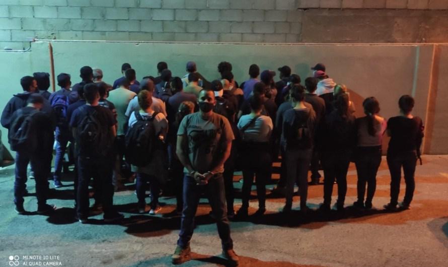 Detiene la GESI a un traficante de personas con 41 migrantes que iba a cruzar a los Estados Unidos