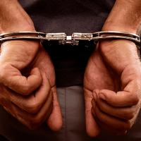 Detiene la Fiscalía General del Estado a dos personas que se hacían pasar por policías, por usurpación de funciones
