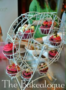 The cupcakes were then placed on the Bakealogue Ferris Wheel to give to their mums as a present! :)