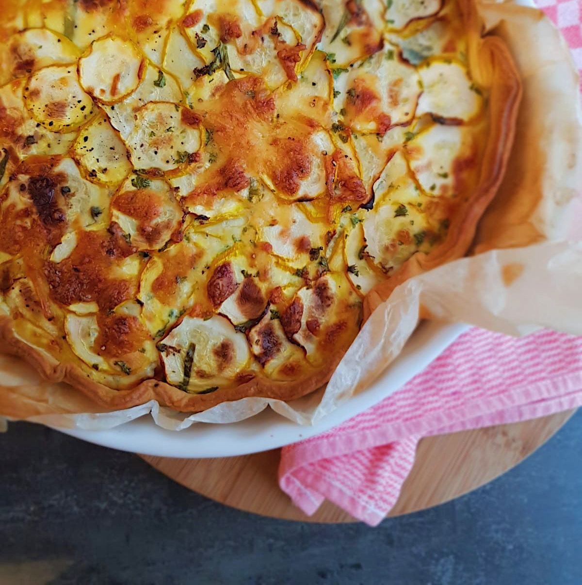 Hartige Courgette-tuinkruiden taart