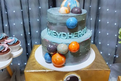 Galaxy Cake by The Baking Experiment